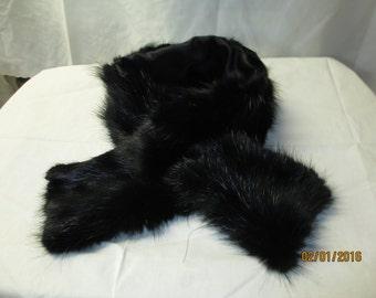 Black Beaver Keyhole scarf