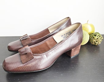Vintage 60s Hush Puppies shoes/ brown faux snake skin leather/ size 7.5 classic dress shoes/ NOS/ new in original box/ suede bow & heels