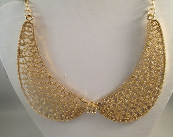 Gold Tone Collar Necklace on a Gold Tone Chain