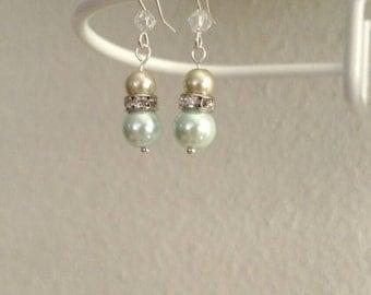 Glass Pearl Earring Pair