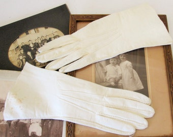 Vintage Leather Gloves, Short Ivory Size 6-7, Theater Costume, Retro Fashion
