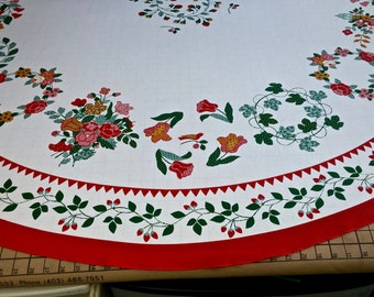 Good Vintage Bright Appliqué Look Tablecloth 68 Inches ROUND