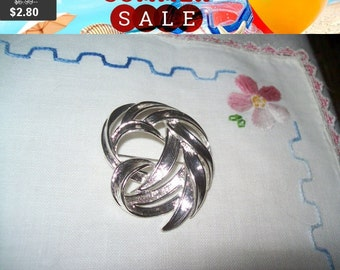 SALE 60% Off vintage silvertone brooch