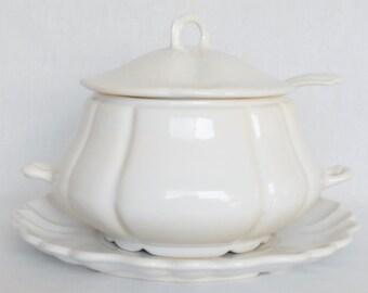 Vintage California Pottery White Soup Tureen from the 1970's, Vintage Off-White Soup Tureen, California Pottery Soup Tureen, Serveware,