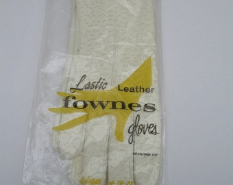 New 1960's  Fownes Deerskin Unlined Perforated Lastic Leather Driving Gloves Size 6-7