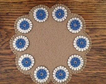 Penny Rug, Candle Mat, Penny Mat, Table Decor, Table Runner, ofg, faap