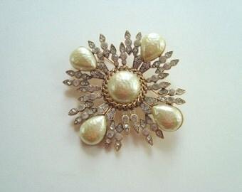 Large vintage rhinestone pin
