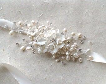 Bridal heabband. Wedding accessories. Pearl / rhinestone Bridal headpiece. bridal hair accessories. Hair Decorative