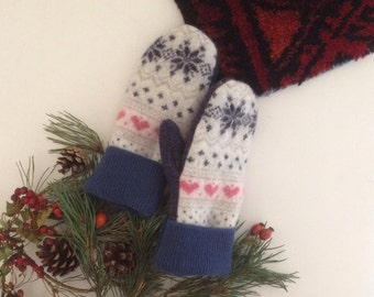 Fairisle mittens // upcycled sweater wool // white navy blue // small teen women // UK seller
