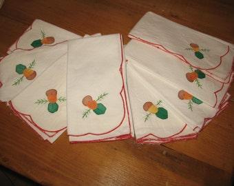 8 cotton napkins.