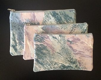 Abstract Feather Print Zipper Pouch