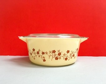 Pyrex 'Trailing Flowers' (Bake N Carry) #475 Round Casserole, with lid
