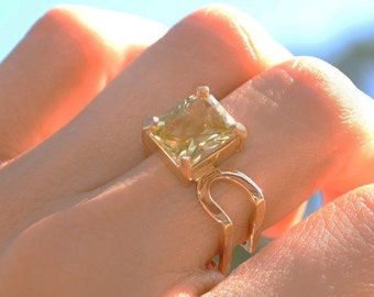 Contemporary engagement ring - Lemon quartz ring - 18k yellow gold ring