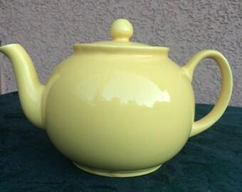 Pristine yellow 6 cup tea pot
