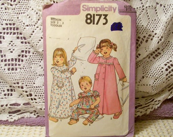 Simplicity Patter - 8173 - Toddlers' Nightgown, Pajamas And Robe - Toddlers Size Medium 2-3