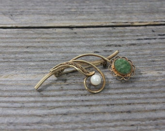 Lovely 14K gold filled brooch with pearl and green stone