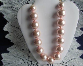 vintage NECKLACE;  Faux Pink Chunky Pearl Necklace  **   Jewelry