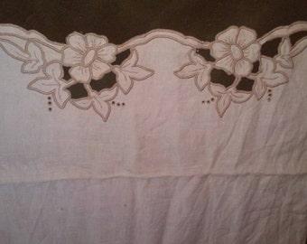 """Vintage off white linen tea towel tan cut out lace border 28""""long17""""wide"""