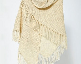 Traditional Argentinien poncho, in tringular shape - totally handmade