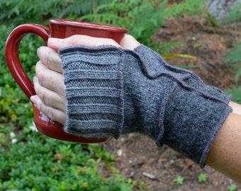 Wool wristwarmers in shades of grey