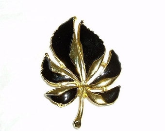 Vintage brooch- vintage leaf brooch- vintage pin- vintage jewelry- vintage costume brooch- 1970s retro jewelry- gold tone brooch- leaf pin