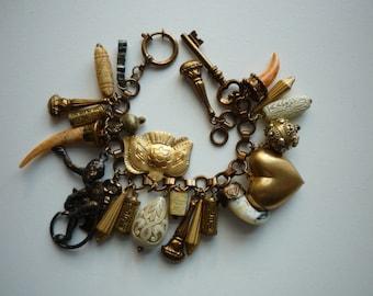 Gorgeous Vintage Chloe Gold Tone Link 24 Charm Bracelet in Original Box