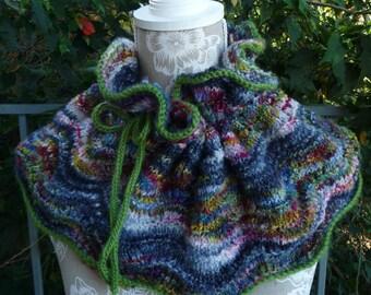 Feather & Fan Pure Wool Cowl  -  1644