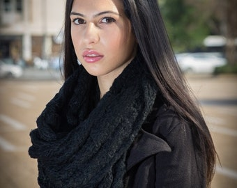 Loose nipped knit infinity scarf Black