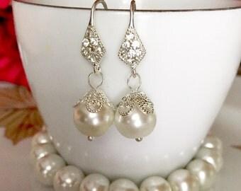 Set of 5 bridesmaid gifts,set of 5 bridesmaid earrings bracelet Ivory, white or grey pearl,bridesmaid pearl jewelry set,flower girl,earrings