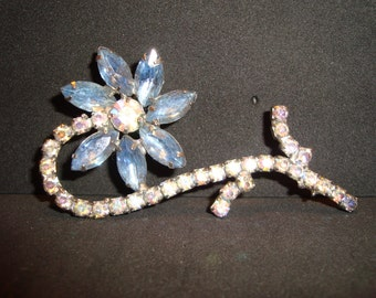 Gorgeous vintage Blue Aurora Borealis stone Flower Brooch Pin