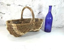 Wicker basket, gathering basket, berry basket, French vintage, woven basket, French country decor, French farmhouse kitchen, French chic.