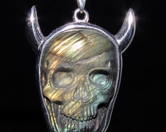 sterling silver horned devil pendant with a fire labradorite skull carving marked 925 (GP423)