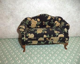 1:12 scale Dollhouse Miniature Older Love seat/Sofa