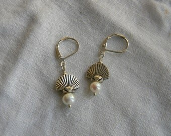 Silver Shell and Fresh water pearl Earrings