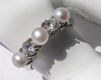 SaLe! sALe! Vintage Cultured Pearl Ring CZ Sterling Silver