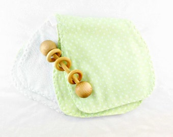 Baby gift set, 2 baby burp cloths, flannel burp cloths, cotton burp cloths, green burp cloths, cotton burp cloths, terrycloth burpies