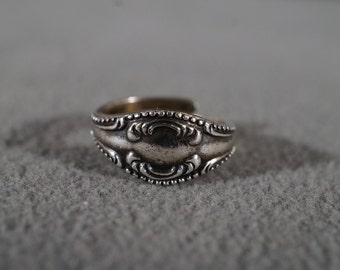 Vintage Jewelry Sterling Silver Ring Adjustable Detail and Scroll Work Dainty Size 4 1/2     KW30