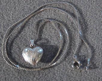 Vintage Sterling Silver Heart Shaped Locket Pendant Necklace Jewelry Line Link **RL