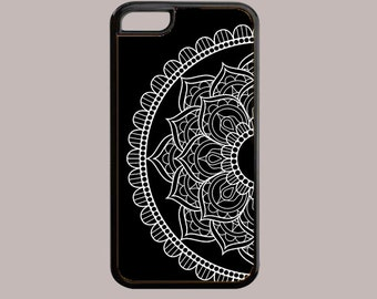 Custom Phone Case. Mandala Phone Case. Black and White Mandala Phone Cover. Personalized Phone Case. Iphone Case. Samsung Galaxy Case.