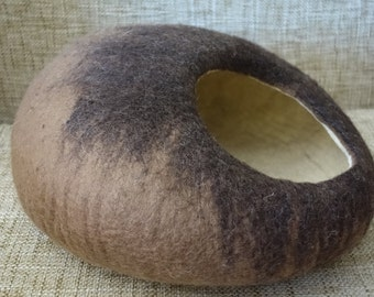 Cocoon Brown Hand Felted / Cat Bed / Cat Cave / Cat Den / Cat House   and GIFT