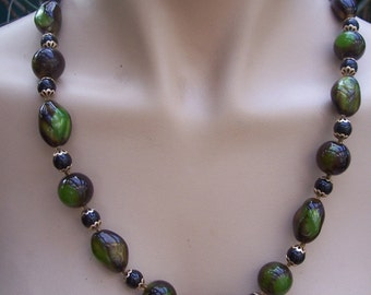 One Only * Amazing Authentic Vintage Green Glass 60's Necklace * Made in Hong Kong * Free UK Post