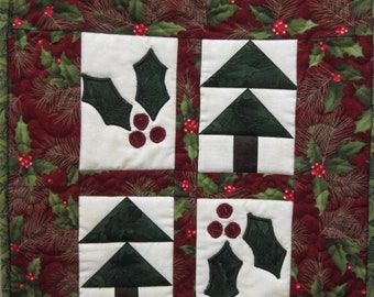 Deck the Holly Snap Sack Small Quilt Kit