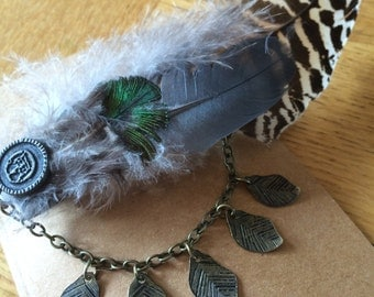 Feather & Chain detail hair clip