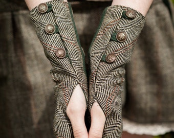Wristwrmers, Fingerless gloves, green gloves, Tweed, wristwarmer, Rustic, Steampunk, wristwarmers, With brass buttons, Folk wristwarmer