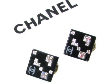 CHANEL, beautiful earrings vintage clips