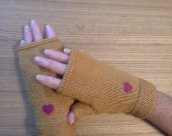 Gold fingerless gloves, snug fit, with deep pink heart decoration