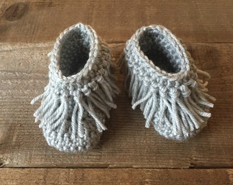 Baby moccasins, crocheted baby moccasins, baby shoes, slippers, baby gift, photo prop, baby accessory