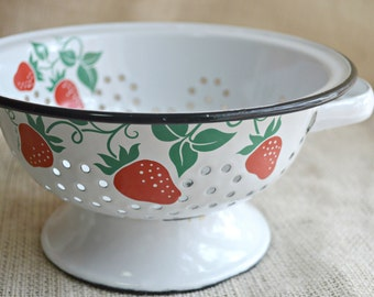 Teleflora Strawberry themed Colander // Red Green and white vintag ecolander // Kitsch Vintage 1980's Teleflora
