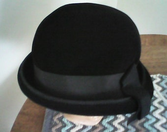 1960s CLOCHE TCHECOSLOVAQUIE HAT Genuine Imported Finest Velour