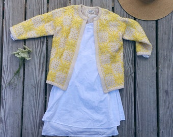 Vintage wool knit embroidered 3/4 sleeve sweater